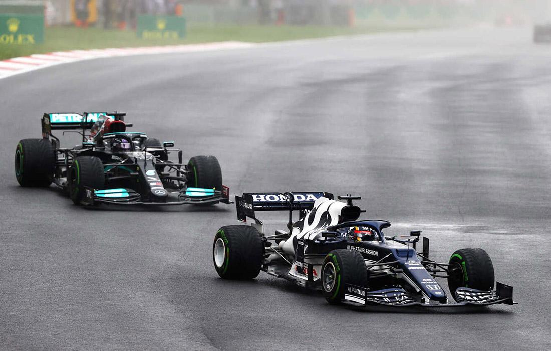 Yuki Tsunoda i Lewis Hamilton